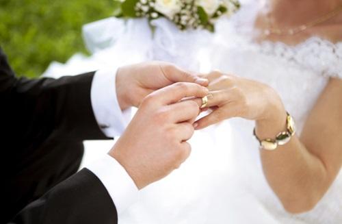 Phụ nữ nên lấy chồng sớm hay muộn?
