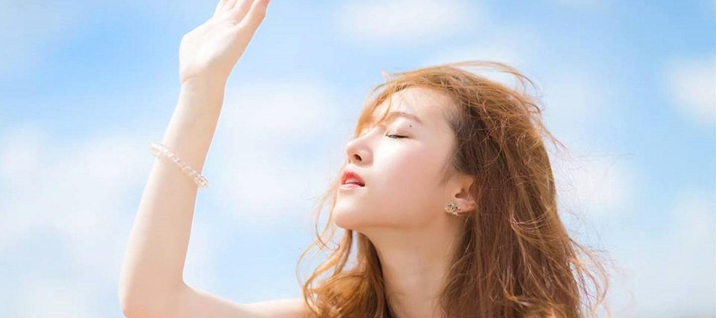Dùng kem chống nắng cũng cách làm căng da vùng mắt hiệu quả