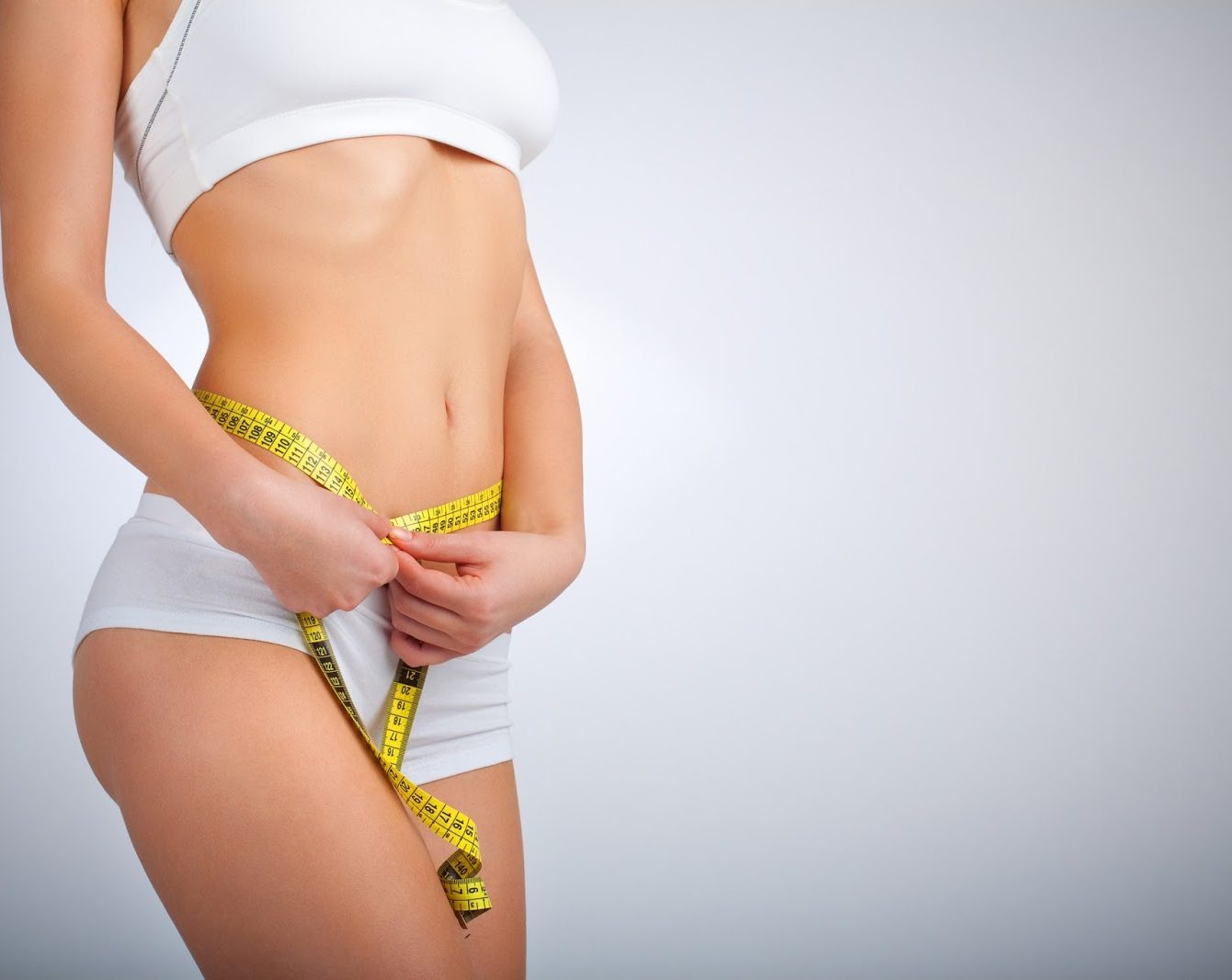 Căng da bụng bị chùng sau sinh bằng nội soi