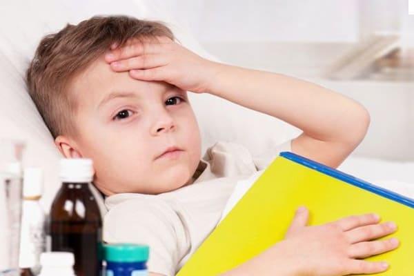 Sử dụng thuốc hạ sốt Tylenol ngay khi bé bị sốt